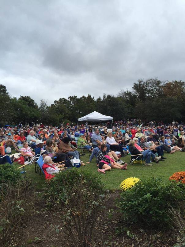 The crowded lawn at the Duck Jazz Festival.